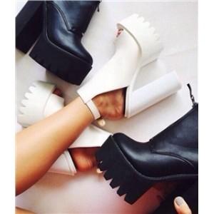 белые босоножки на толстом каблуке 3
