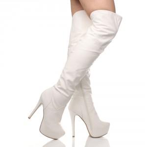 Белые ботфорты на высоком каблуке
